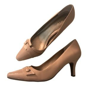 """Women's Size 9 Nude Pointed Toe Shoes 3"""" Heel"""